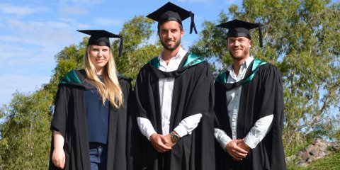 Spannend und lehrreich: Esther von Soosten, Edonis Ahmaxhekaj und Finn Jacobsen (v.l.) bei der Completion Ceremony an der University of the Sunshine Coast.