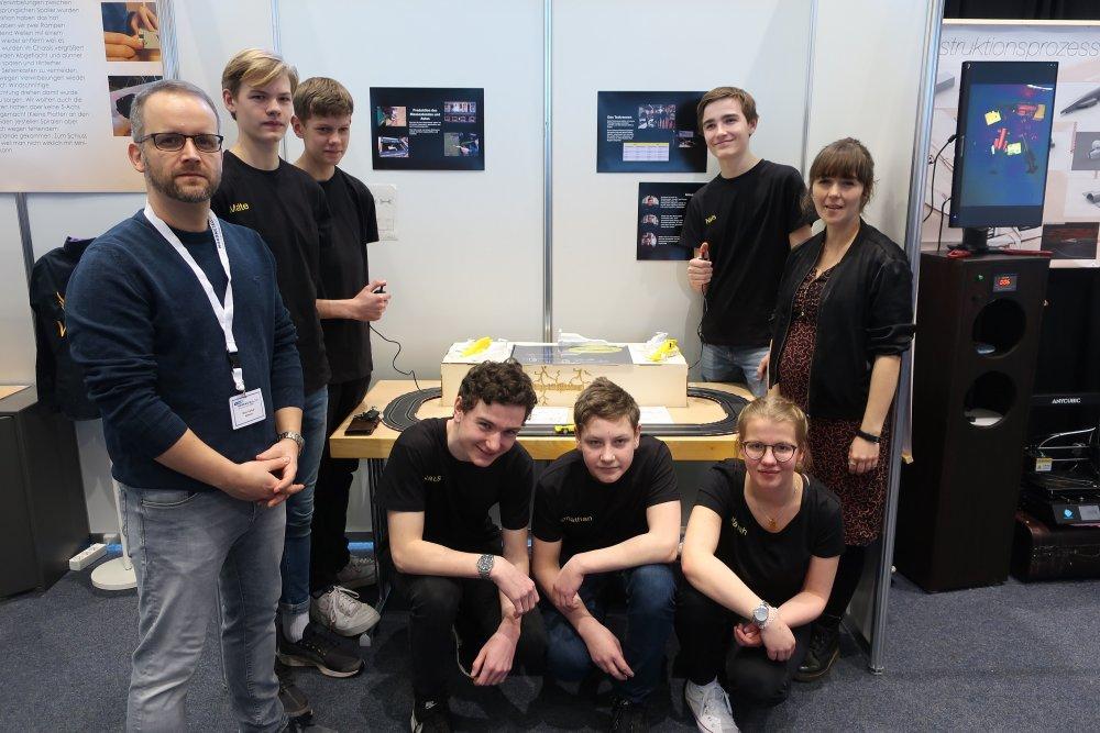 Das Team vom Fördegymnasium mit Franka Heers vom Ideenreich beim Nordmetall Cup.